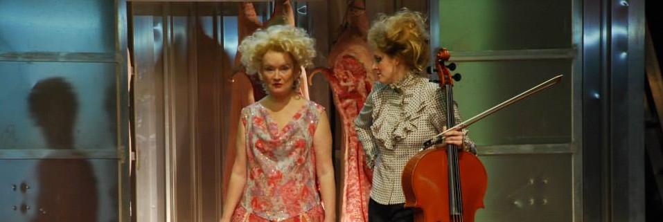Rosemary Hardy und Nora Krahl in Agamemnon/die Rasenden, Deutsches Schauspielhaus Hamburg